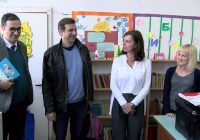 """Поетот Дејан Алексиќ на средба со ученици во """"11-ти Октомври"""""""