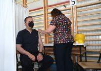 (ВИДЕО) Министерот Спасовски се вакцинираше против Ковид 19