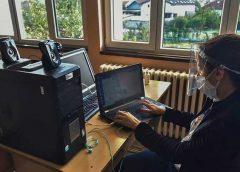 """Ученици """"од втор ред"""": Онлајн настава со офлајн последици"""